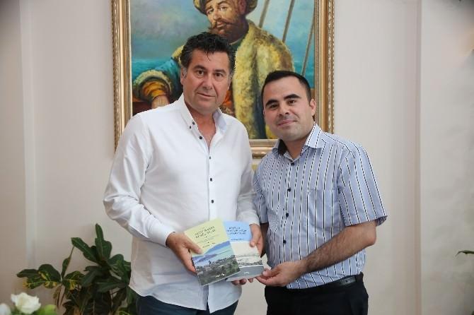 Başkan Kocadon, Cezmi Çoban'ın Kitap İmza Gününe Katıldı