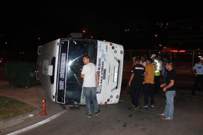 İzmit'te Halk Otobüsü Devrildi: 1 Yaralı