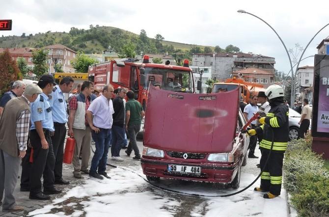 Otomobil Seyir Halindenken Alev Aldı