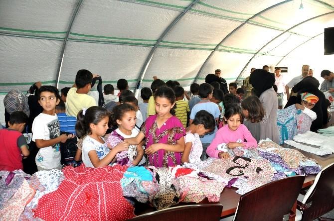 Çadır Kentte 2 Bin 500 Çocuğa Bayramlık Dağıtıldı