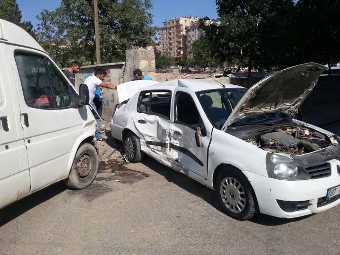 Siirt'te Trafik Kazası: 2 Yaralı