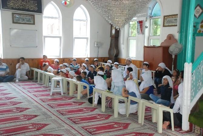 Yaz Kur'an Kursu Öğrencilerinden Kandil Programı