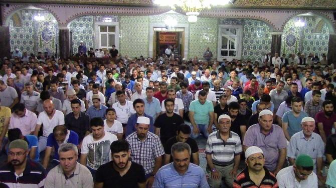 Elazığ'da Kadir Gecesi'nde Camiler Doldu
