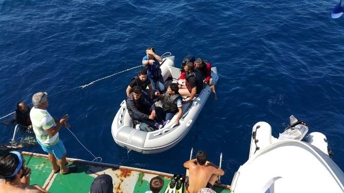 Yakıtları Biten Kaçak Göçmenleri Dalgıçlar Kurtardı