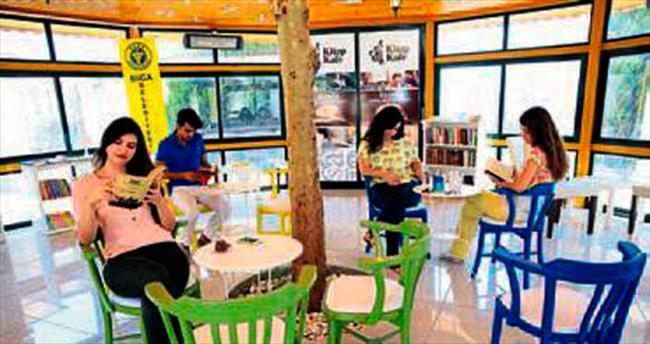 Kitap Kafe Buca'da gözde mekan oldu
