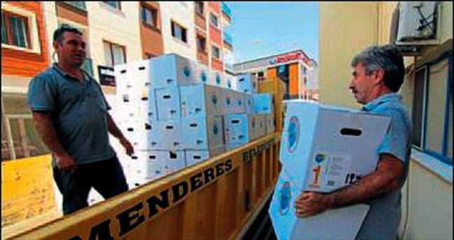 Menderes'te iki bin aileye yardım gitti