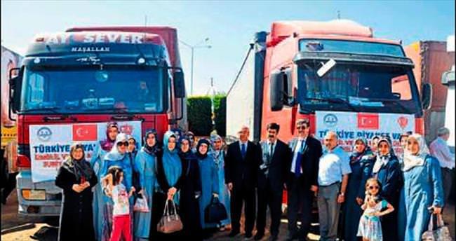 İzmir'den Suriye'ye 12 tırlık yardım