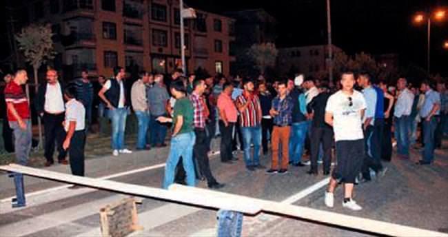 87'lik Ahmet dede ölünce gece yarısı yolu kapattılar