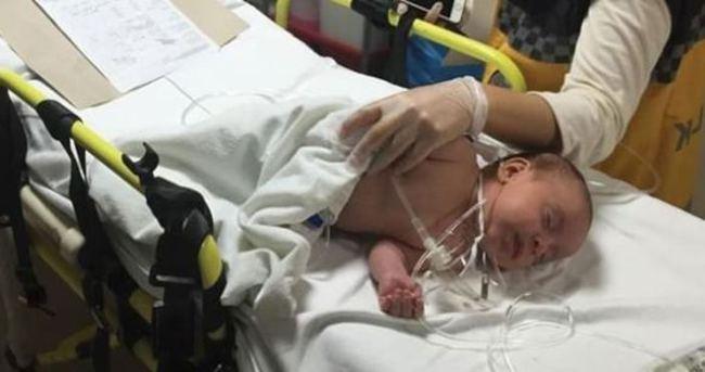 2 aylık bebeğe su yerine turşu asidi içirildi
