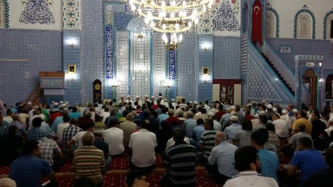 Aydın'da Kadir Gecesi'nde Camiler Doldu Taştı