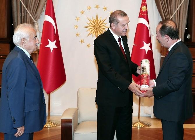 Cumhurbaşkanı Erdoğan, Kırkpınar Heyetini Kabul Etti