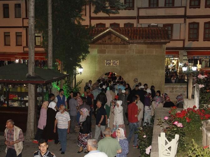 Şeyh Şaban-ı Veli Camisi Ziyaretçi Akınına Uğradı