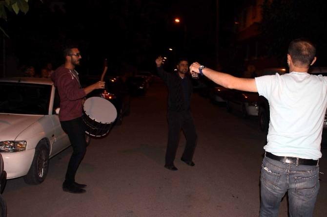 (Özel Haber) Ramazan Davulcusu Sahurda Hem Oynadı Hem Oynattı