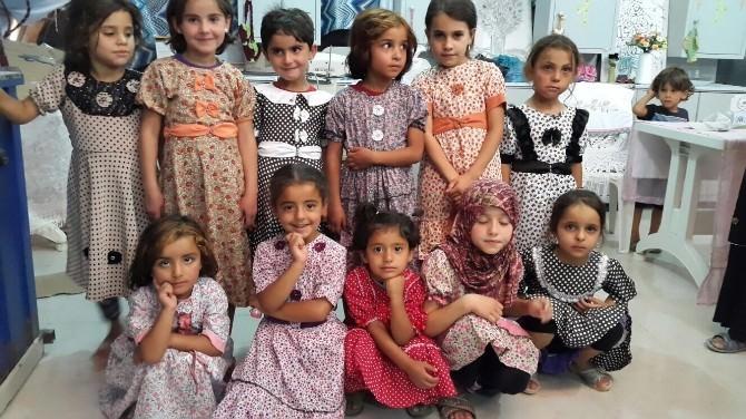 Deniz Feneri'nden Suriyeli Çocuklara Bayramlık Elbise