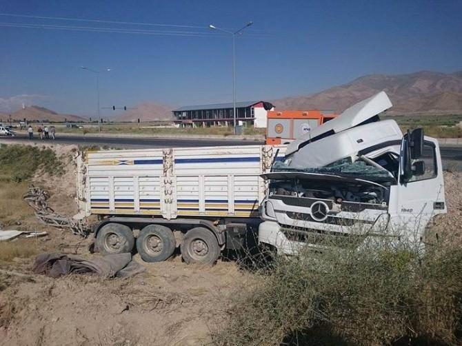 AFAD Ekipleri Sıkışmalı Kazalara Müdahale Ederek Hayat Kurtarmaya Devam Ediyor