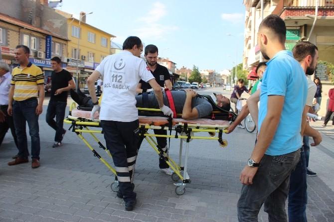 Motosiklet İle Minibüs Çarpıştı: 1 Yaralı