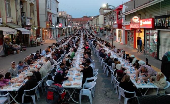 Yozgat Bozok Bereket Kervanı 2500 Kişiye İftar Yemeği Verdi