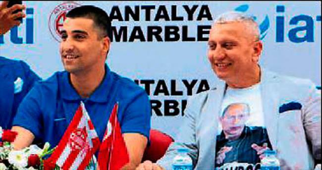 'Putin'li tişörtü görevden aldırttı