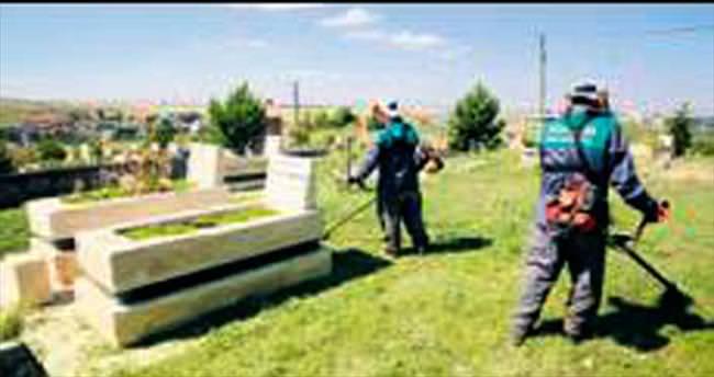 Mezarlıklar bayram ziyaretlerine hazır