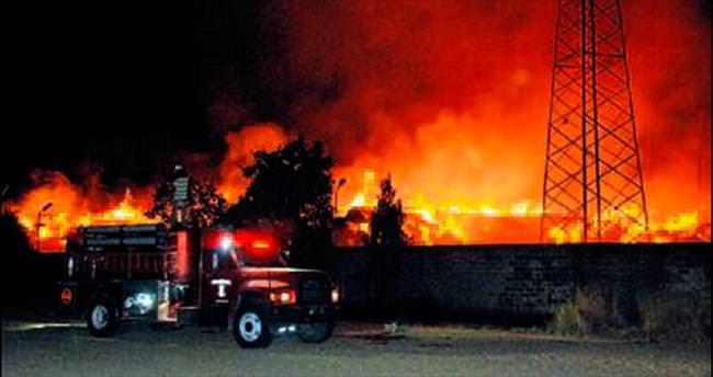 Tire'deki fabrikada çıkan yangın korkuttu