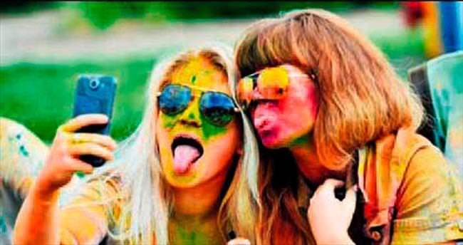 Selfie bağımlısı Ruslar psikolojik yardım alıyor