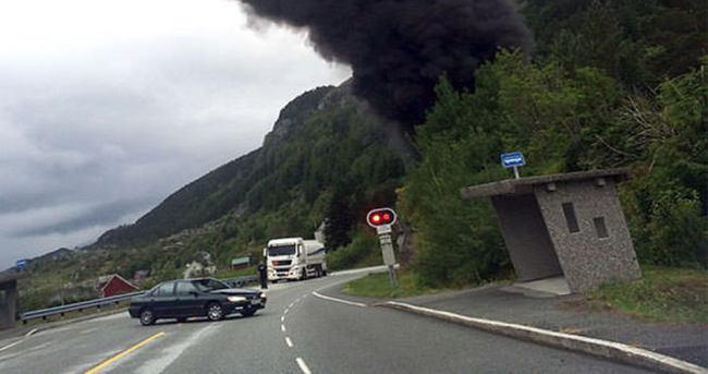 Petrol tankeri tünelde patladı