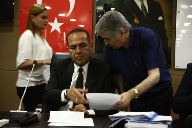 AK Partili Meclis Üyeleri Toplantıyı Terk Etti