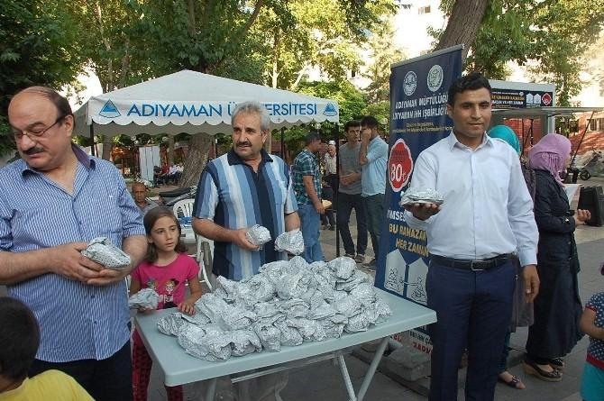 Suriyelilerden Adıyamanlılara İftarlık Paketleri