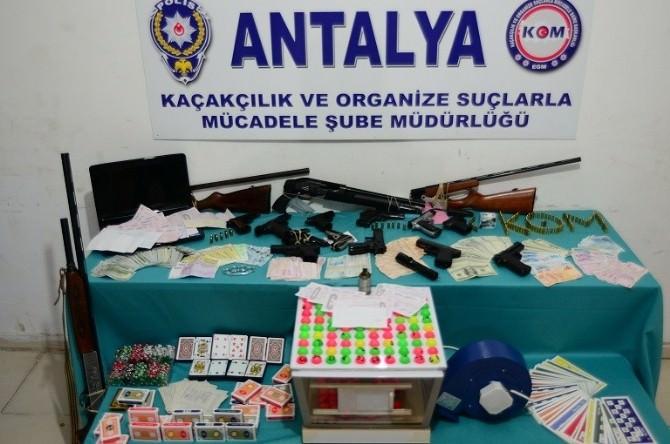 Antalya'da Suç Örgütü Operasyonu: 17 Gözaltı