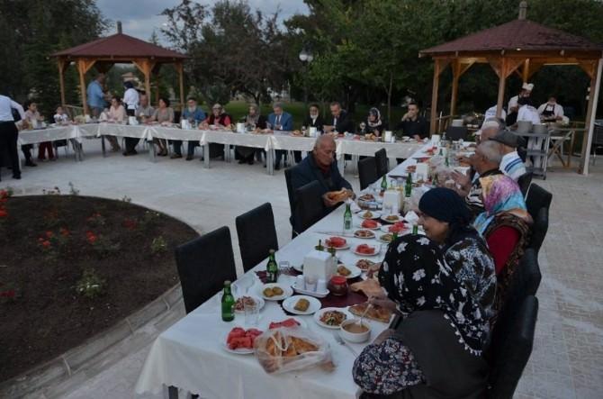 Vali Kahraman Huzur Evi Sakinleri İle İftar Yemeğinde Buluştu