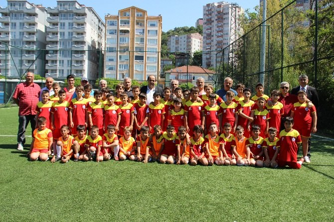 Gülüç Belediye Spor Yaz Futbol Okulunu Açtı