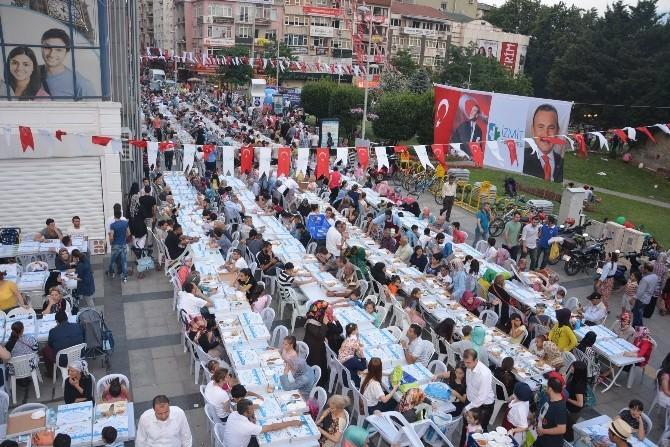 İzmit Belediyesi Binlerce Kişiyi İftarda Buluşturdu