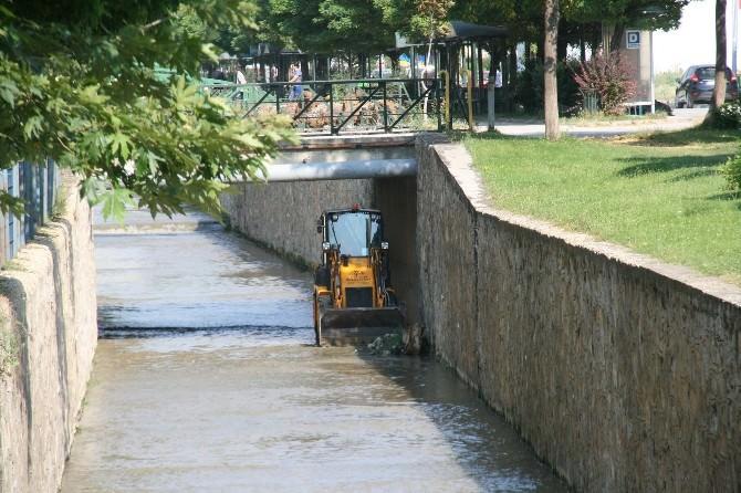 DSİ Kanalında Temizlik Çalışmaları