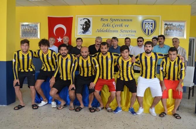 Kırıkhan Spor'da Toplu İmza Töreni