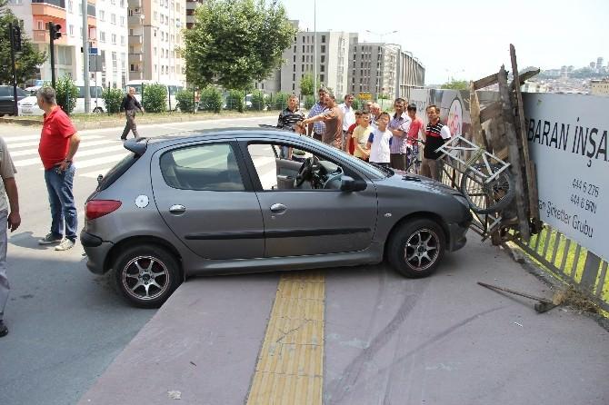 Otomobilin Çarptığı Hurdacı Yaralandı