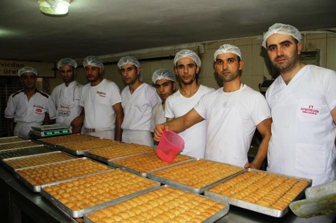 Ramazan Bayramı Tatlıcıların Yüzünü Güldürdü