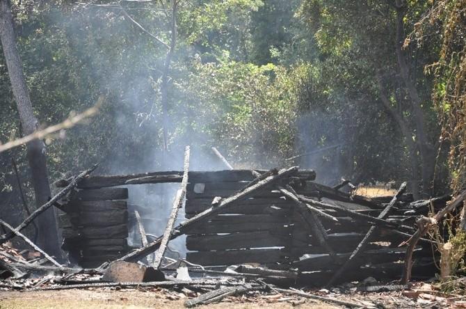 Sinop'ta Çıkan Anız Yangını Bir Samanlığı Küle Çevirdi