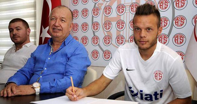 Antalyaspor, Lazarevic'i kiraladı