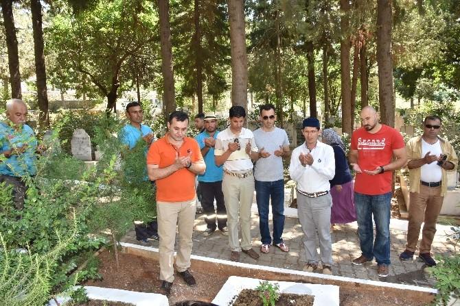Başkan Yücel, Şehit Mezarlarını Ziyaret Etti