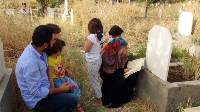 Batman'da Arife Günü Mezarlıklar Ziyaret Edildi