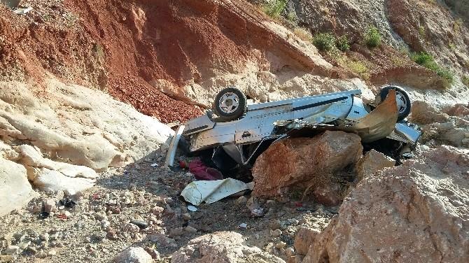 Yaşlı Çift Uçuruma Yuvarlanan Otomobilde Hayatını Kaybetti
