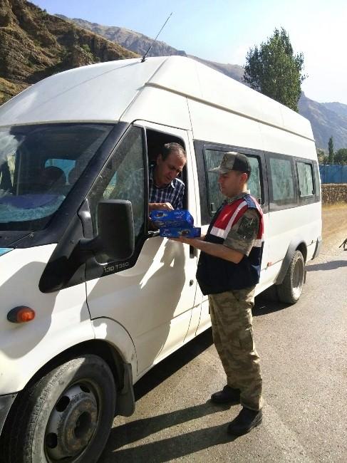 Jandarma'dan Sürücelerin Bayramını Kutlayarak Uyardı