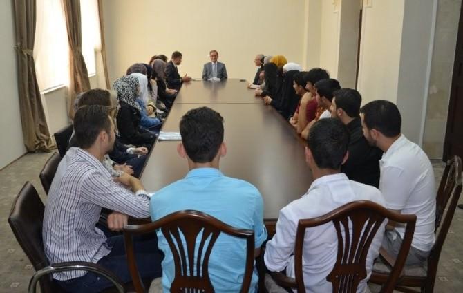 Vali Tapsız, Suriyeli Öğrencileri Kabul Etti
