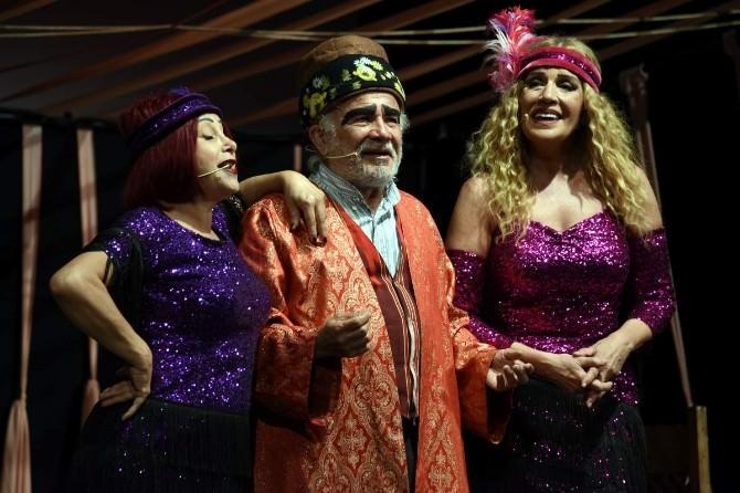 Komik-i Meşhur Dümbüllü Aliağa'da Sahnelendi
