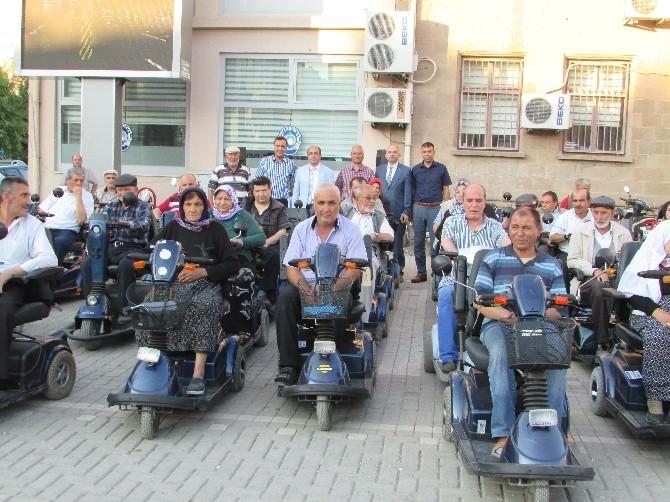 Sandıklı Belediyesinden Engellilere Bayram Öncesi Hediye