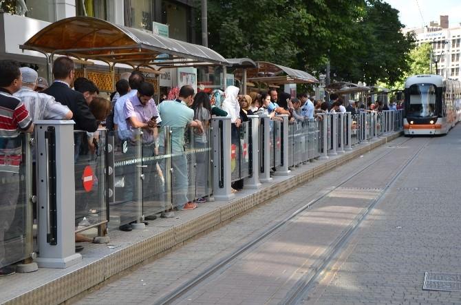 Tramvaylar Doldu Taştı