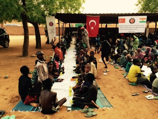 TİKA'dan, Nijer'de 800 Kişiye Gıda Yardımı Ve İftar