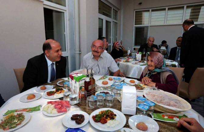 Vali Çomaktekin'den Ramazan Bayramı Mesajı