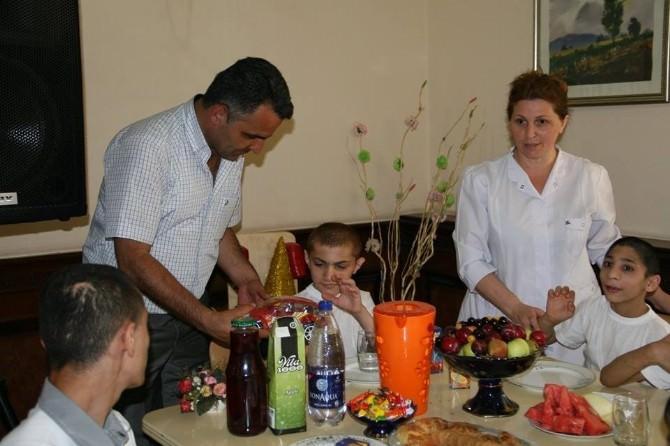 Yavuzaslan, Bakü'de Sosyal Yasam Merkezindeki Çocuklarla Buuştu