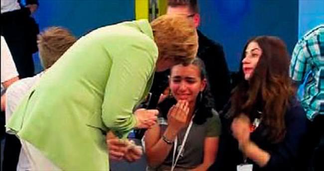 Merkel'in katı sözleri Filistinli kızı ağlattı